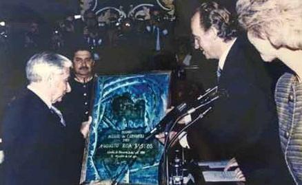 Augusto Roa Bastos recibiendo el Premio Cervantes