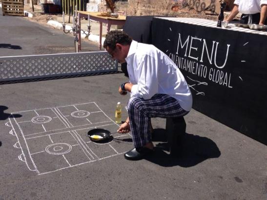 Cocina en el asfalto.
